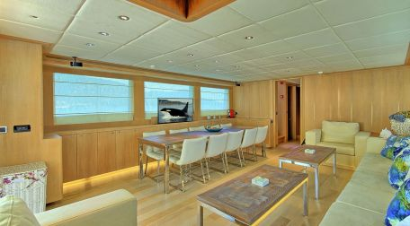 Motor-Yacht-For-Sale